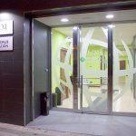 Puerta delantera de entrada a RCM FORMACIÓN en Palencia